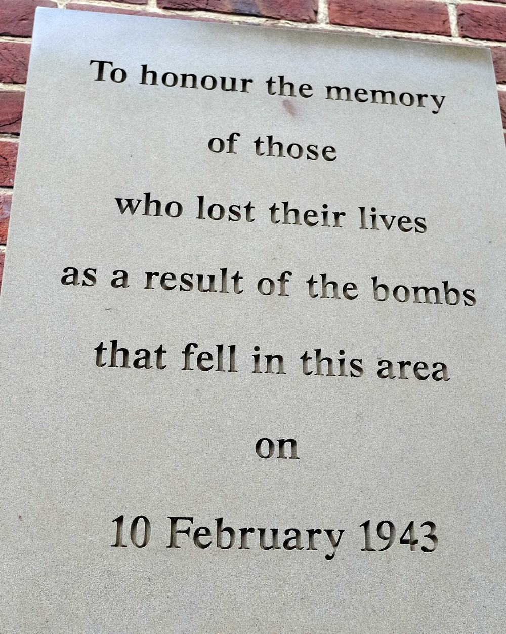 JA_BRK_120218_BombingRemembrancePlaque_11