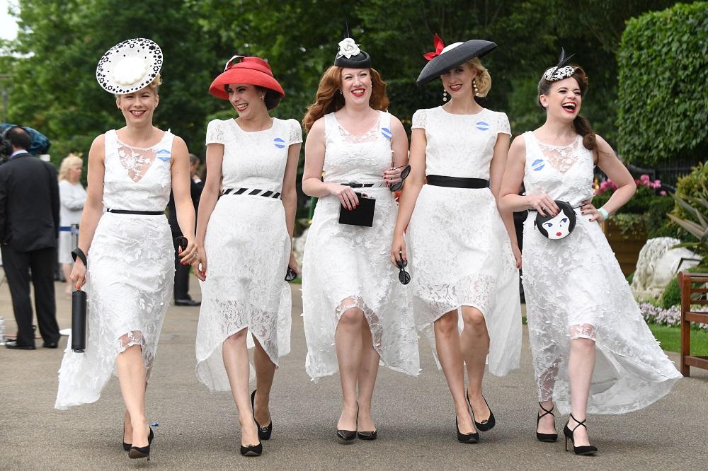 Ladies Fashion Royal Mile