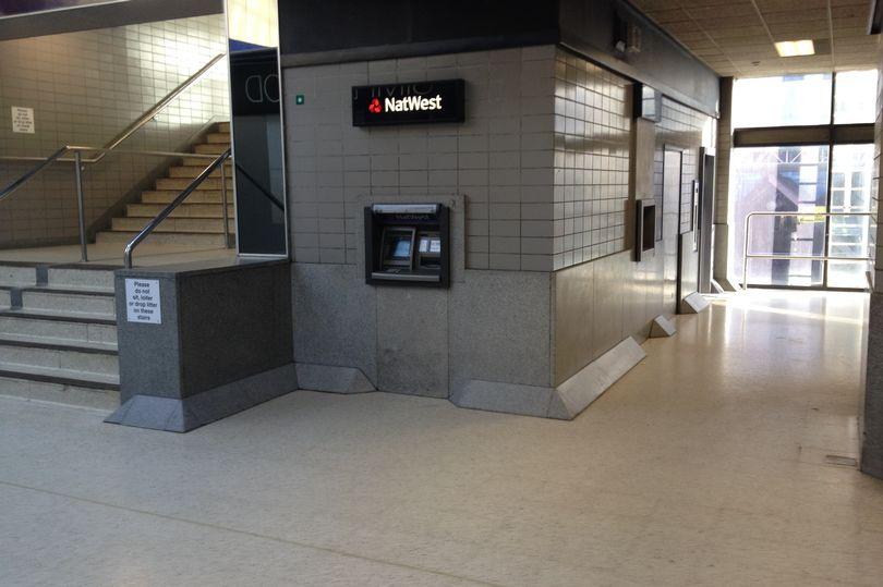 Secret-cash-machine-at-Reading-Station-_300718