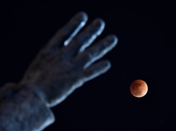 Super-Blue-Blood-Moon-Eclipse