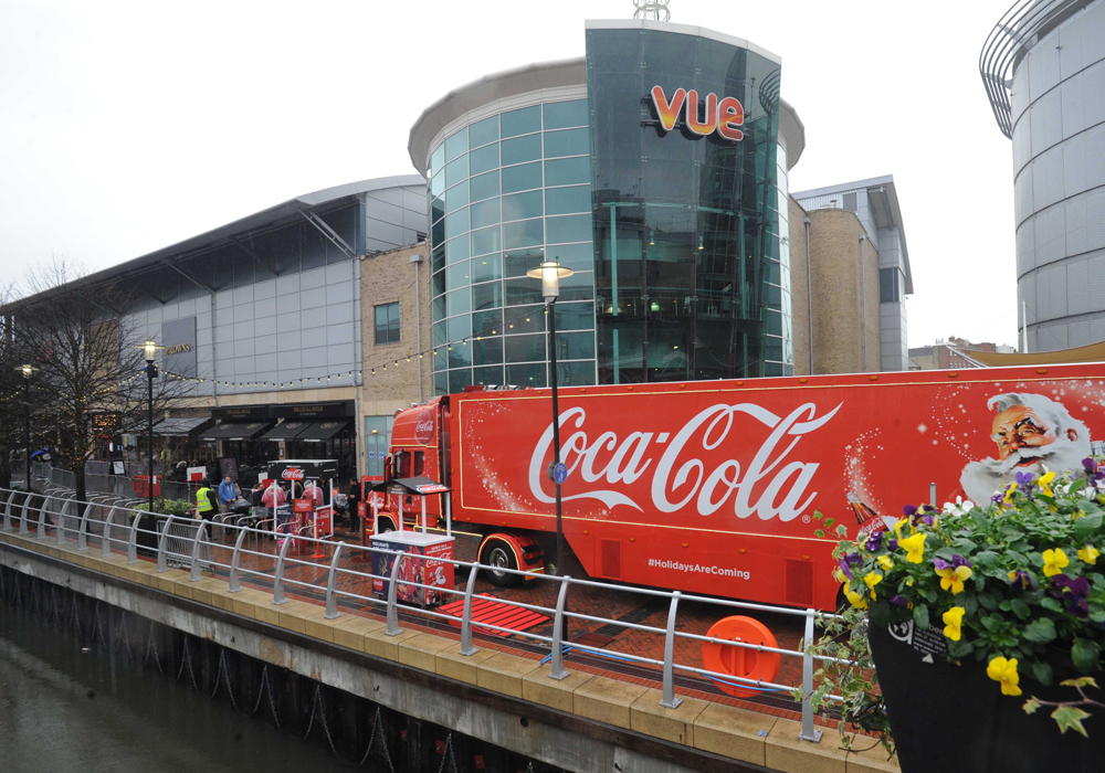 Coca-Cola-truck-at-The-Oracle-Riverside-161118-1