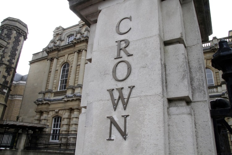 Shinfield man avoids jail after grooming underage girl