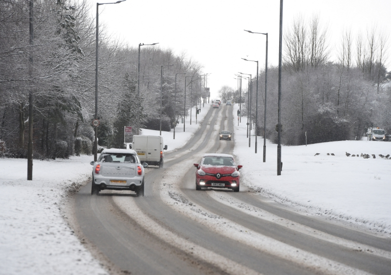 How-drivers-can-stay-safe-on-the-roads-as-ice-and-snow-hits-the-UK4
