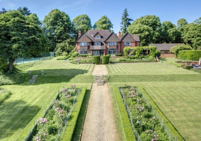See inside gorgeous £4.5m home with stunning views of the Chilterns