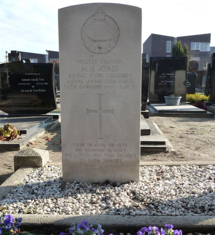 Do-you-know-the-family-of-deceased-soldier-Jones-from-Abercynon2