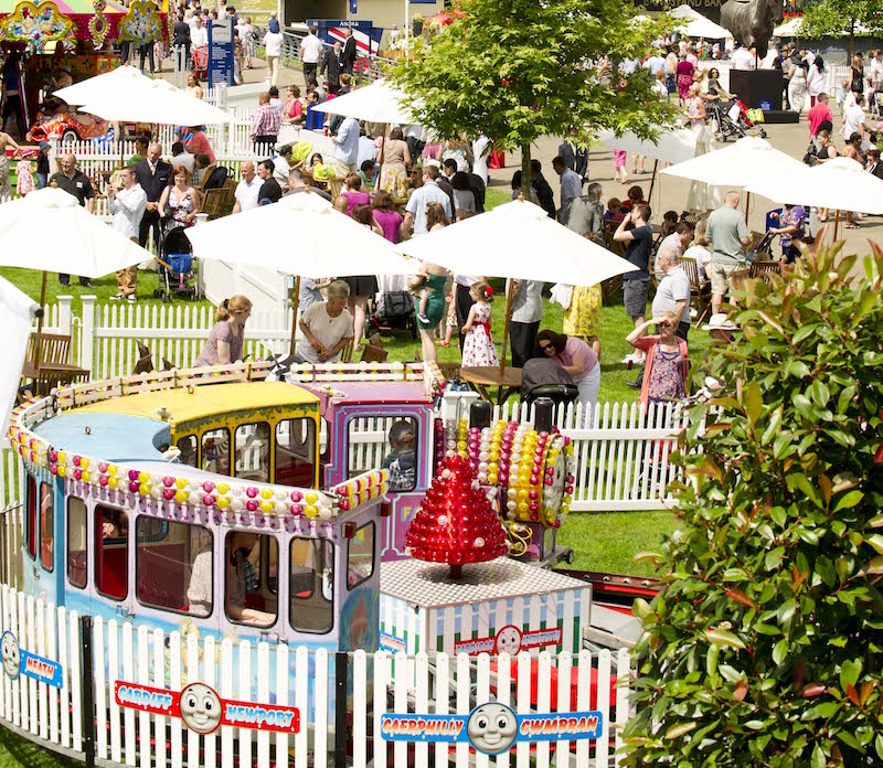 Get-ready-for-a-Sunday-fun-day-at-Ascot-Racecourse1