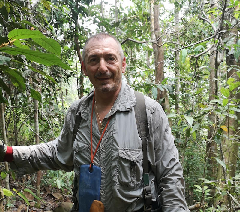 Glenn-Karpel-in-Borneo-jungle