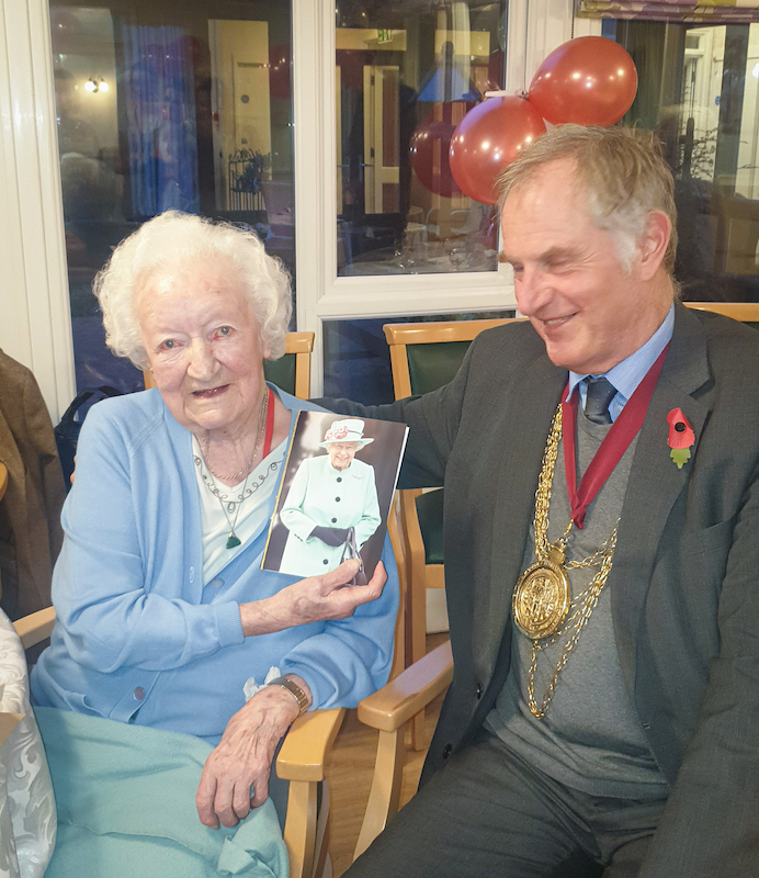Colchester-resident-celebrates-100th-birthday-in-style-1