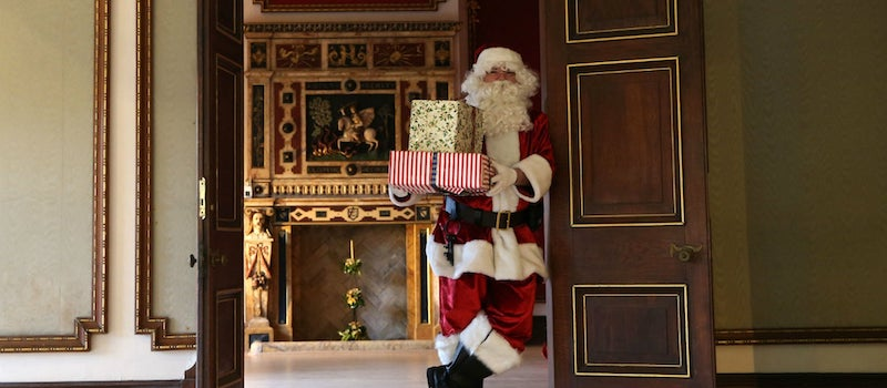 The-best-Christmas-Grottos-where-you-can-meet-Santa-in-Wales-1