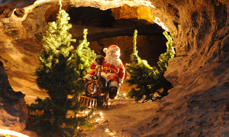 The-best-Christmas-Grottos-where-you-can-meet-Santa-in-Wales-2
