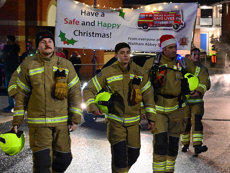 Crowds-turn-out-for-Waltham-Abbey-Christmas-cavalcade-of-light2