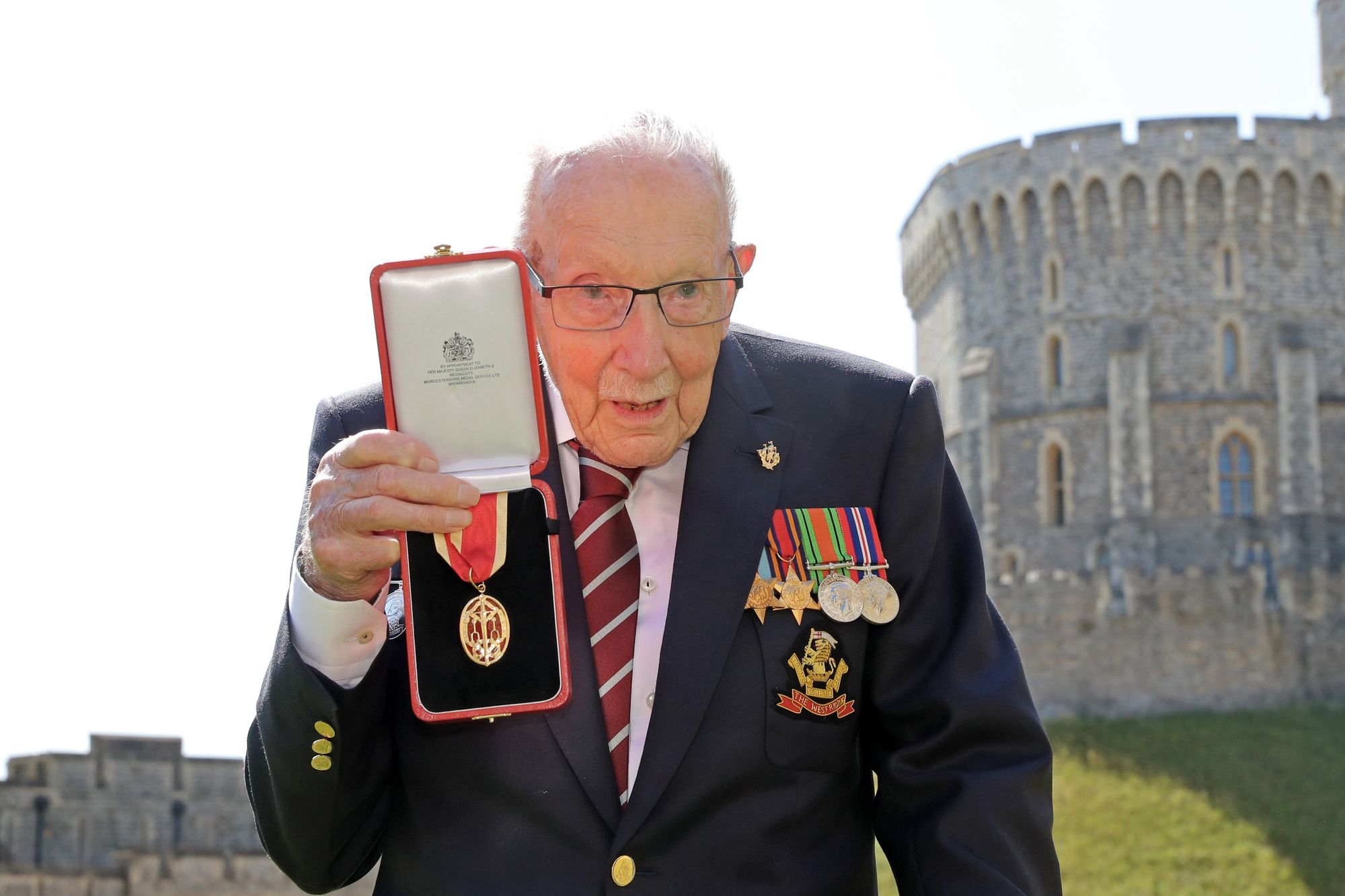 Captain Sir Tom Moore dies at 100 after testing positive for Covid