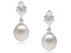 Dorothy Lamour - Elegant drop pearl earrings ideal for wedding, with large oval pearls on layered square silver base
