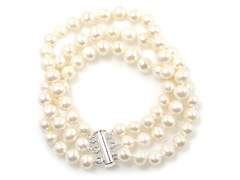 Snow white - three strand luxury freshwater pearl bracelet
