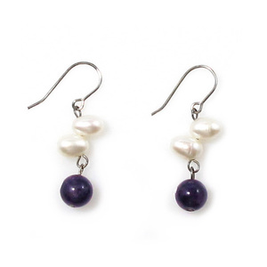 Perles Raisin - artsy dangling pearl earrings with oval pearls and round Amethyst stones