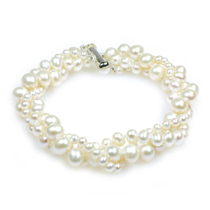 Viona - chic and elegant bridal pearl bracelet with three strand pearls in different sizes, ideal wedding pearls