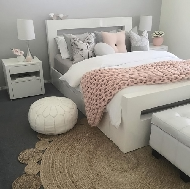 colourful-bedding-in-your-student-room