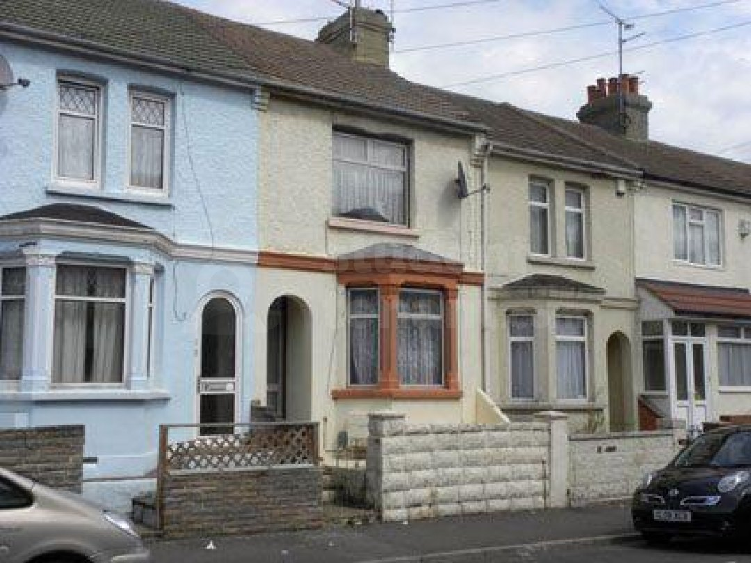 4 Bedroom Student House In Trinity Road Gillingham Me7