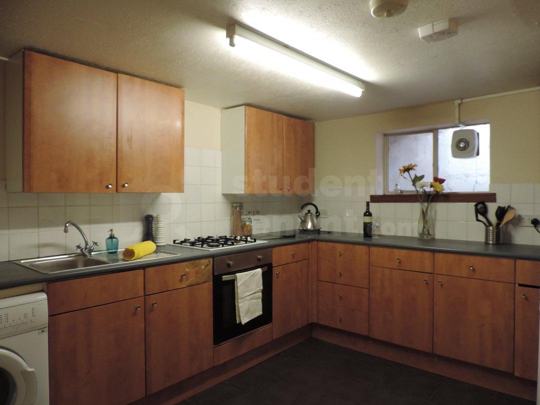 6 Bedroom Student House In Saunders Street Gillingham
