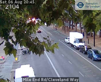 Mile End Road / Cleveland Way traffic camera.