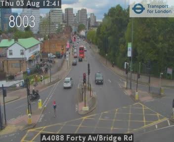 A4088 Forty Avenue / Bridge Road traffic camera.
