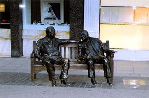 Churchill-Roosevelt-statue-London