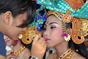 balinese-dancer-makeup_31628_600x450