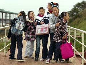 07-gallery-hanoi-girls-laughing_37063_600x450