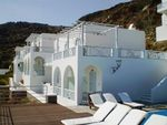 Hotel-FAR-OUT-HOTEL-&-SPA-SANTORINI-GRECIA