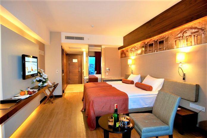 Hotel COMMODORE ELITE SUITES & SPA SIDE