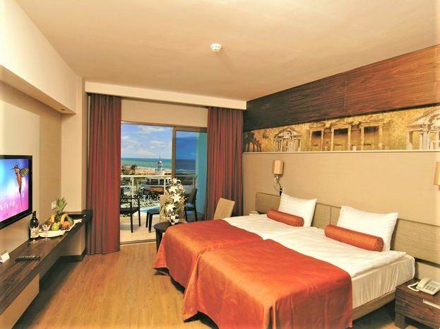 Hotel COMMODORE ELITE SUITES & SPA SIDE TURCIA