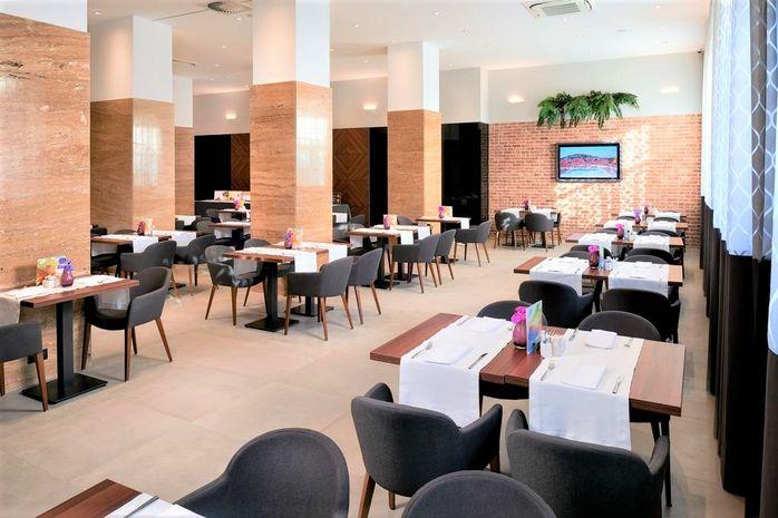 Hotel CORNARO Dalmatia Centrala CROATIA