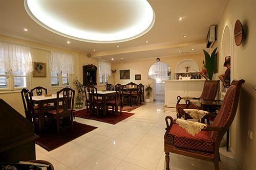 Hotel RENOS VILLA SANTORINI
