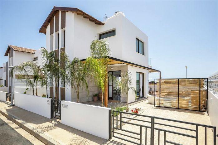 Louis Chris Le Mare Luxury Villa