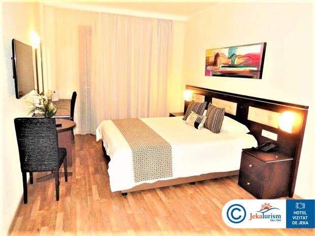Poze Hotel LIVADHIOTIS CITY