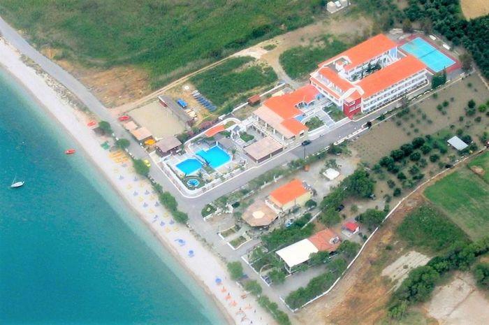 ZEFIROS BEACH