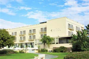 Hotel E-HOTEL SPA AND RESORT LARNACA