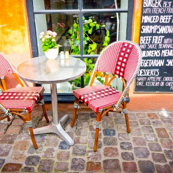 CPH_Vintage_chairs_with_table_466980449_RFIS_0119