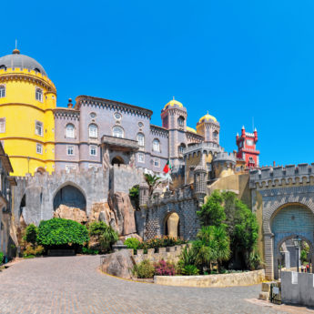 LIS_Palacio_de_Pena_Sintra_94975856_Getty_RGB-136-DPI-For-Web