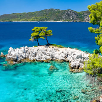 WEB-JSI_Skopelos_Amarantos_Rocks_649768768_Getty