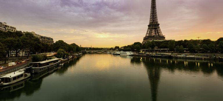 Cdg_Paris_Eiffel_Tower_1016_04