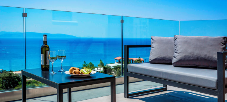 EFL 81825 Villa Sun Sea 0120 27 RGB 136 DPI For Web