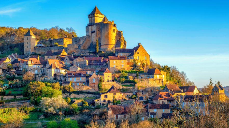 France_Castelnaud_village_and_castle_Perigord_1125789878_Getty_RGB-136-DPI-For-Web