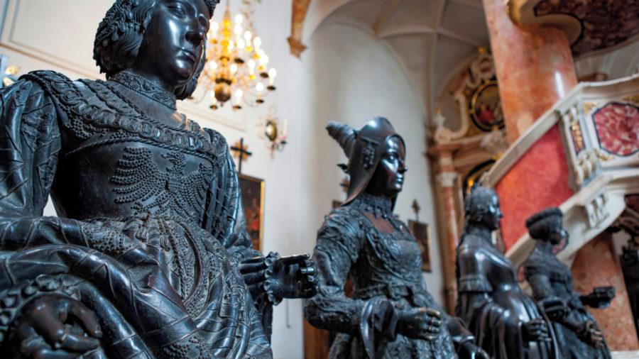 INN_Hofkirche_Statues_Innsbruck_154005375_Getty_RGB-136-DPI-For-Web