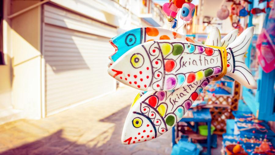 JSI0005_Shopping-in_Skiathos_Town_01