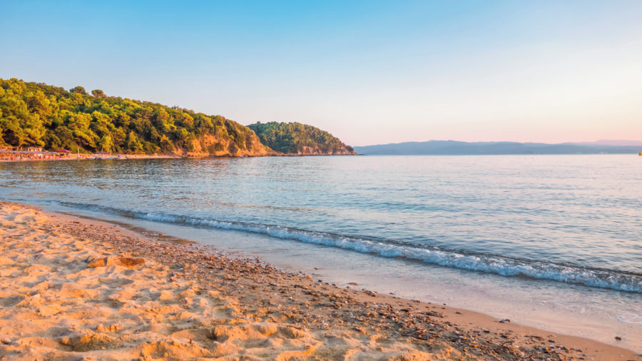 JSI_Beach_Sunset_601927518_Getty_RGB-136-DPI-For-Web