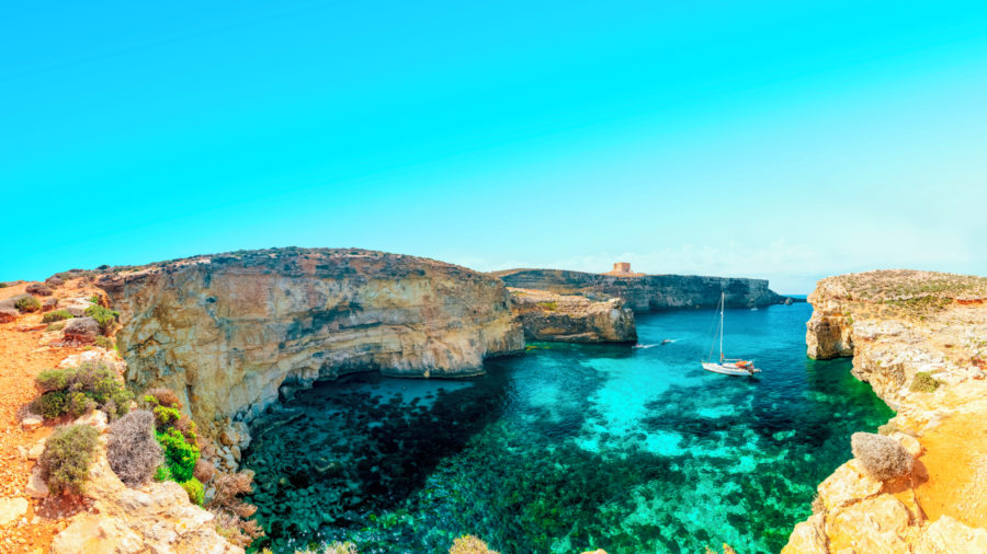 MLA_Crystal_lagoon_Comino_543465444_Getty_RGB-136-DPI-For-Web