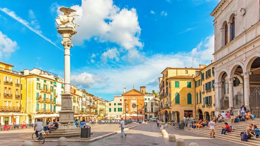 VCE_Padua_Piazza_dei_Signori_517448217_Getty_RGB-136-DPI-For-Web