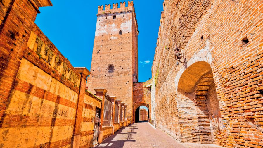 VRN_Verona_Castelvecchio-Bridge_693429384_Getty_RGB-136-DPI-For-Web
