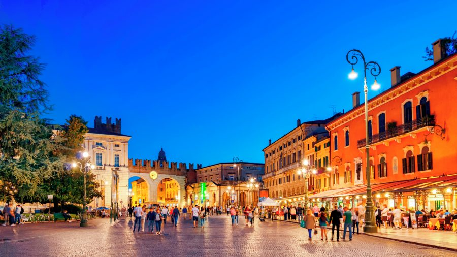 VRN_Verona_Piazza_Bra_590173114_Getty_RGB-136-DPI-For-Web